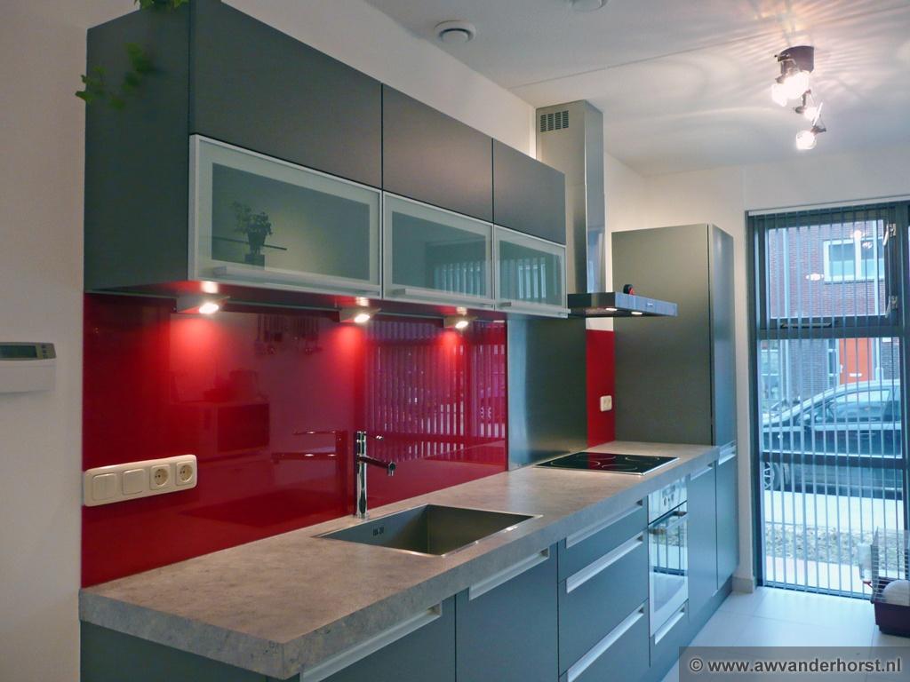 Glad Keuken Achterwand : Witte achterwand cheap witte glazen achterwand in de kleur s de