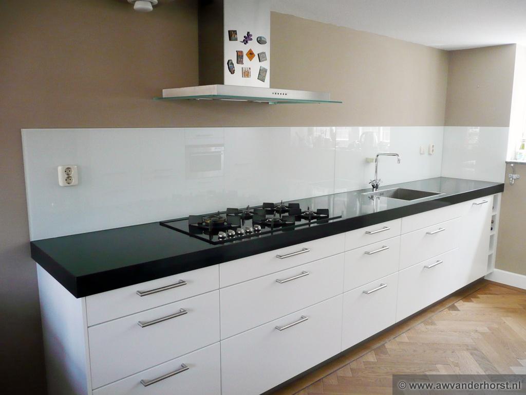 Betonlook Keuken Achterwand : Witte Keuken : Glazen achterwand voor uw keuken tieleman keukens