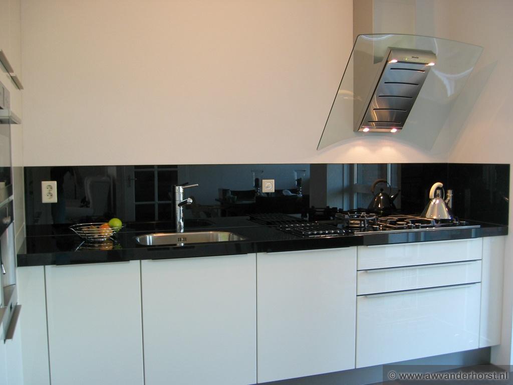 Hoogglans Wit Keuken Schoonmaken : Sommige keukens zijn door de keukenleverancier bij het kookgedeelte al