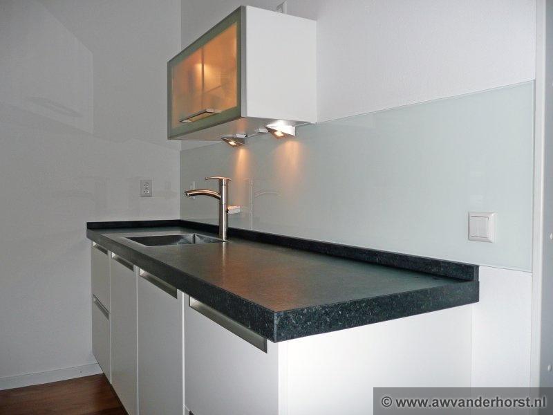 Platte Radiator Keuken : Glazen Achterwand Keuken Praxis : van glazen keuken achterwanden hier