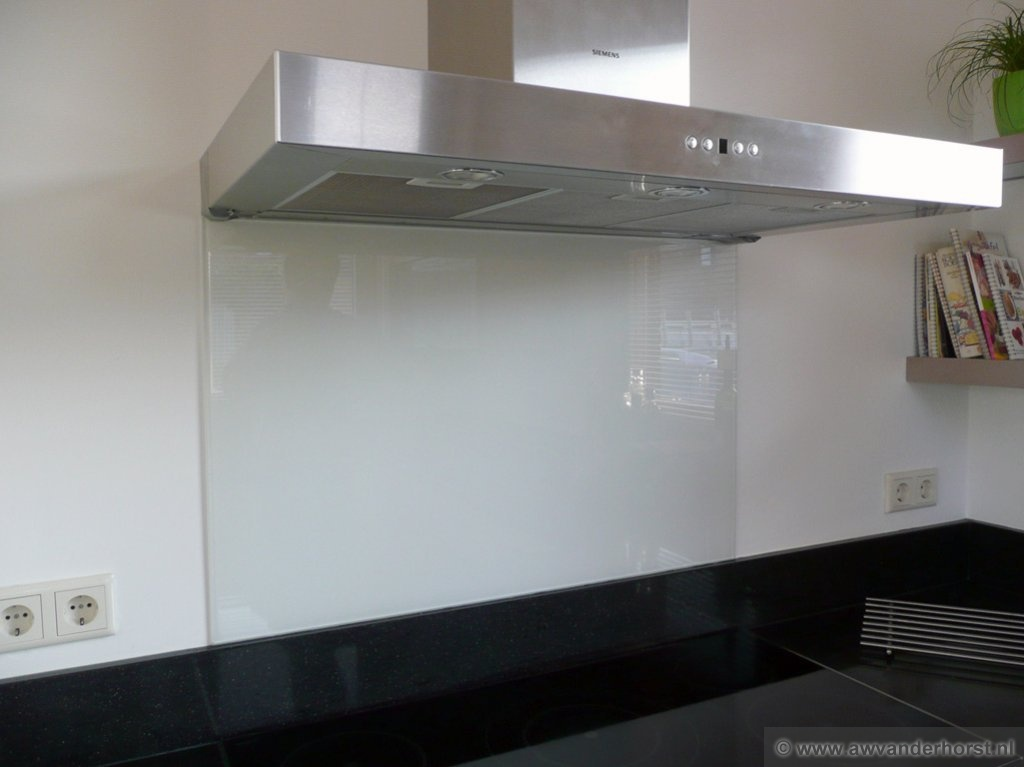 Foto keuken achterwand ikea keuken plaatsen door een specialist mooijwerk - Foto keuken ...